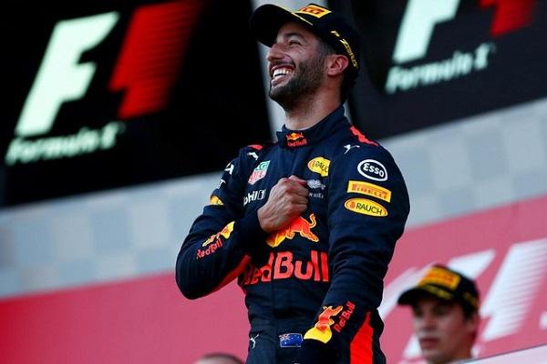 Daniel Ricciardo, celebrando su victoria en Bakú. Fuente: redbullracing.com