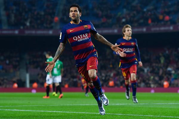 Dani Alves segna in Copa del Rey. Fonte: Getty Images.