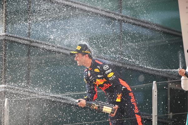 Daniel Ricciardo celebrando su victoria en el GP de China. Fuente: Getty Images