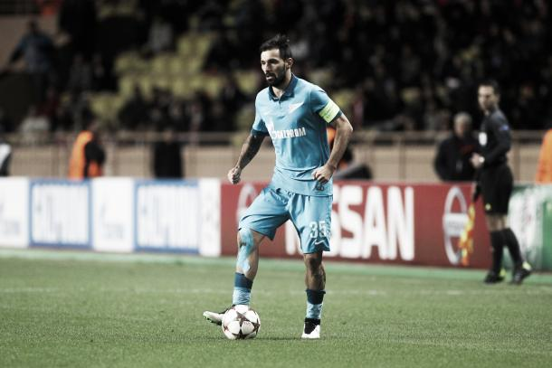 Danny donning Zenit's captain's armband. (Source: Telegraaf)