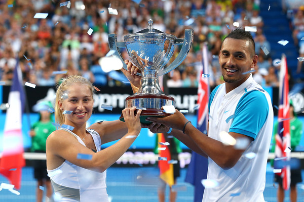 Daria Gavrilova and Nick Kyrgios pose with the winner's trophy after winning the 2016 Hopman Cup. | Photo: Paul Kane/Getty Images AsiaPac