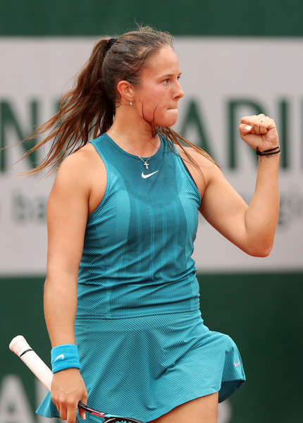 Daria Kasatkina celebrates claiming the win in three sets | Photo: Matthew Stockman/Getty Images Europe