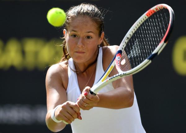 Daria Kasatkina hits a backhand at last year's Wimbledon Championships | Photo: Shaun Botterill/Getty Images Europe