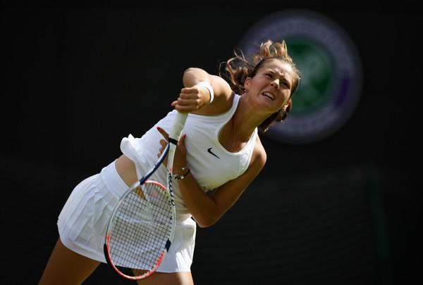 Daria Kasatkina serves at last year's Wimbledon Championships | Photo: Shaun Botterill/Getty Images Europe