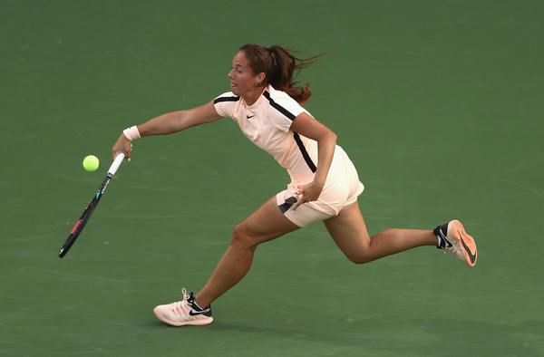 Daria Kasatkina reaches out for a shot | Photo: Francois Nel/Getty Images Europe