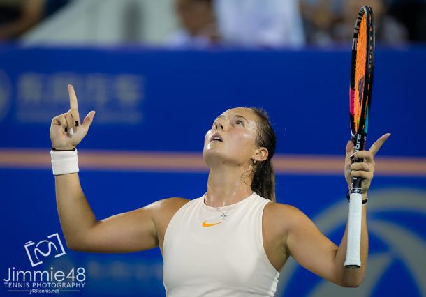 Daria Kasatkina looks up to the sky after escaping with the win | Photo: Jimmie48 Tennis Photography