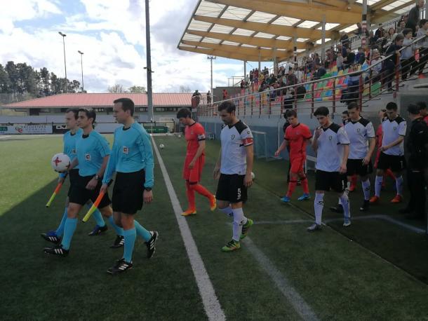 Salida de los equipos hacia vestuarios (fuente SD Gernika)