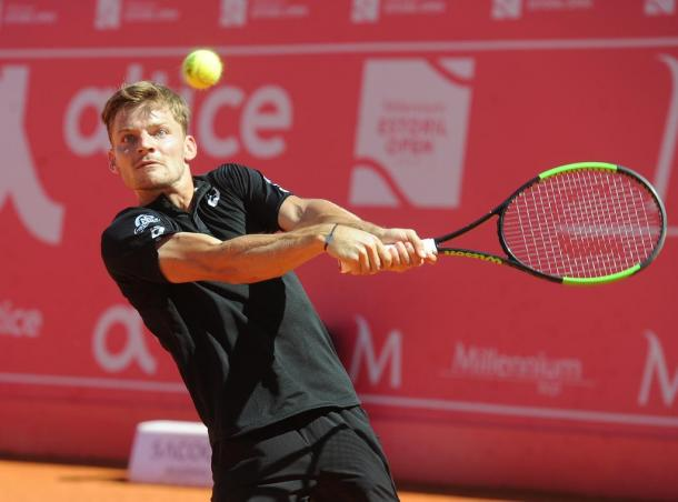 David Goffin hitting a backhand during his semifinal match against Stefanos Tsitsipas. (Photo by Millennium Estoril Open)