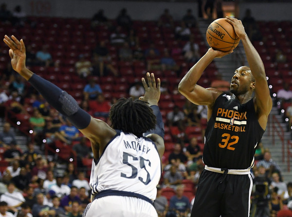 Davon Reed #32 of the Phoenix Suns shoots against Johnathan Motley #55 of the Dallas Mavericks during the 2017 Summer League.  July 8, 2017 - Source: Ethan Miller/Getty Images North America 