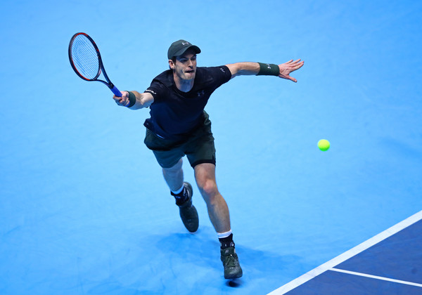 Murray reaches for the ball (Photo by Julian Finney/Getty Images)