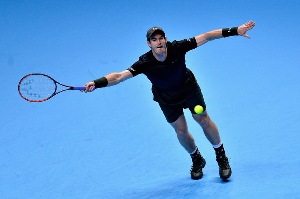 Murray reaches for a return (Photo by Justin Setterfield/Getty Images)