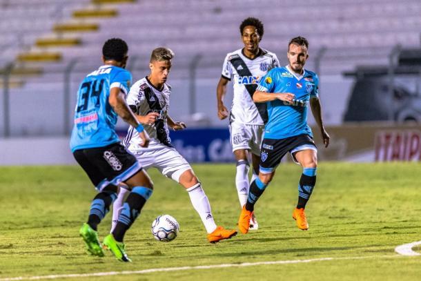 Papão estreou com pé direito na Segundona com vitória sobre Ponte Preta fora de casa (Foto: Fábio Leoni/Ponte Press)