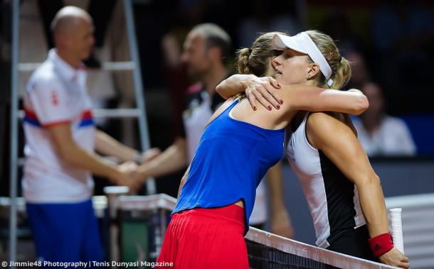 Kerber and Kvitova share a warm hug after the match | Photo: Jimmie48 Tennis Photography