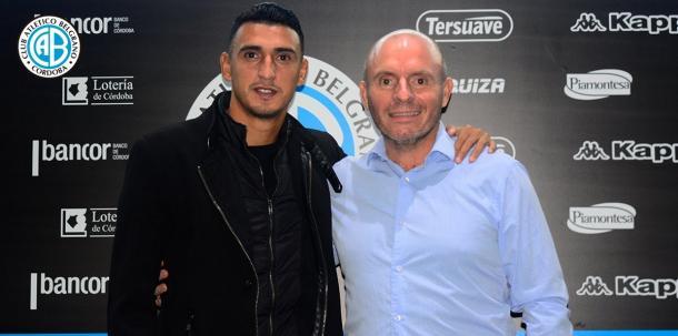 Matías Suárez junto al presidente Jorge Franceschi tras renovar su contrato | Foto: Prensa Belgrano.