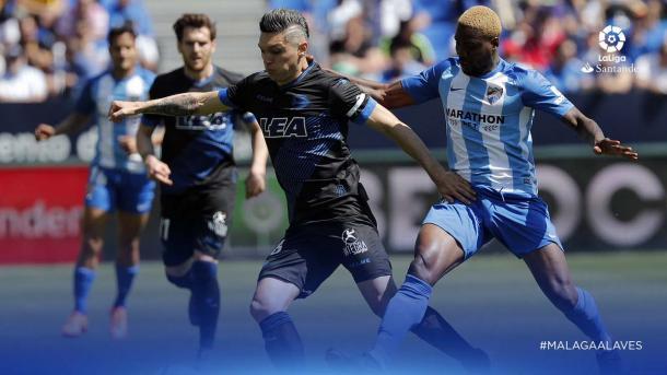 Torres se escapa de un contrario, demostrando su buen momento de juego. Fuente: LaLiga