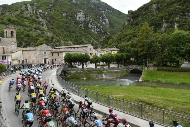 Preciosa estampa en la 11ª etapa del Giro de Italia 2018.