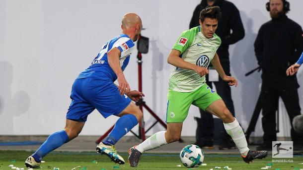 Brekalo le está dando la victoria al Wolfsburg en el Play-off de ida   Foto: @Bundesliga_De