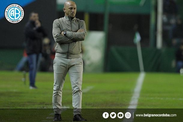 Darío Cavallo, técnico interino, no pudo enderezar el final de temporada del Pirata | Foto: Prensa Belgrano.