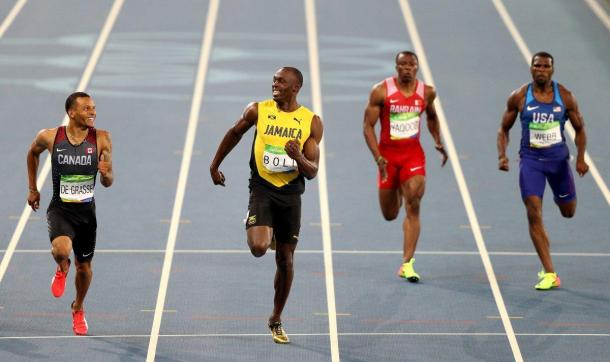 De Grasse and Bolt urge each other on in the semi-finals.