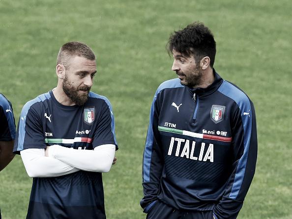 Será que Buffon aprovaria De Rossi atuando como zagueiro na Itália? (Foto: Getty Images)