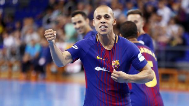 Ferrao celebra su gol de doble penalti   Foto: @FCBFutbolSala