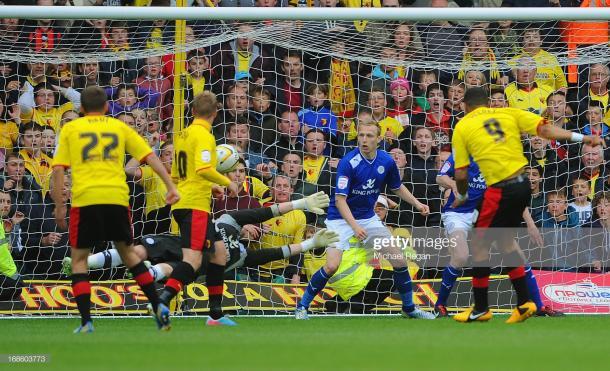 Momento del gol histórico de Deeney vs Leicester / Foto: Getty images