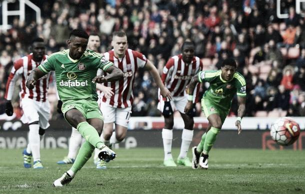 Above: Sunderland AFC striker Jermain Defoe scoring in their 1-1 draw with Stoke City last Saturday | Photo: The Mirror