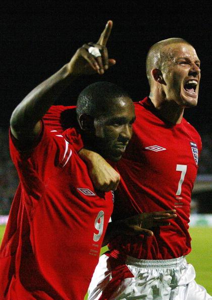 Defoe and Beckham celebrate together | Photo: Jim Watson/AFP