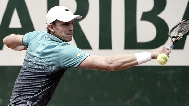 El sudafricano extiende su buen momento avanzando en Roland Garros. | Foto: ATP World Tour.