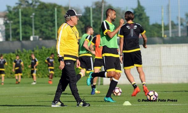 Delneri in allenamento. Fonte: www.facbook.com/UdineseCalcio1896