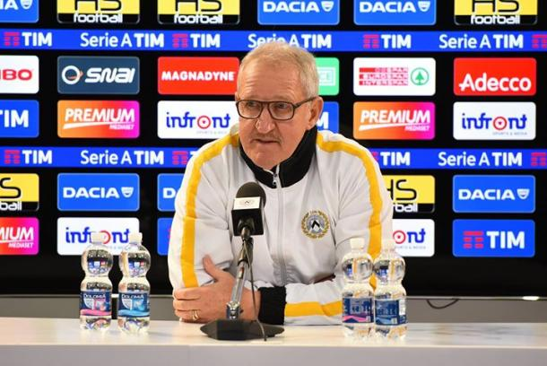 Mister Delneri in conferenza. Fonte: www.facebook.com/UdineseCalcio1896