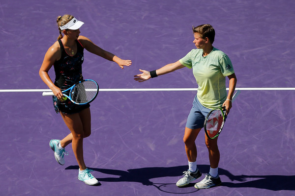 Mertens and Schuurs in action at the Miami Open | Photo: Michael Reaves/Getty Images North America