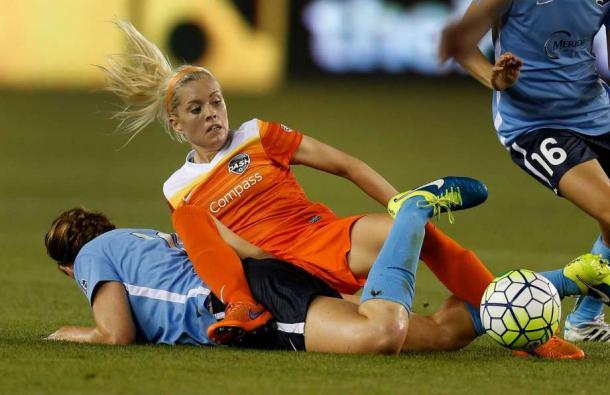 Denise O'Sullivan collides with Sky Blue FC's Ashley Nick | Karen Warren - Houston Chronicle