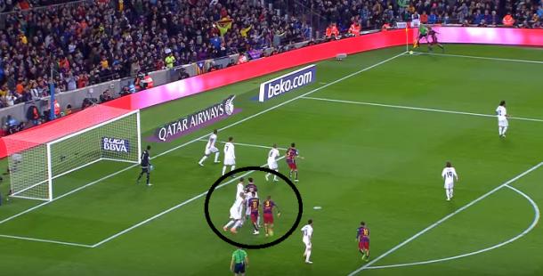 Momento en el que Pepe pierde la marca de Piqué previo al gol
