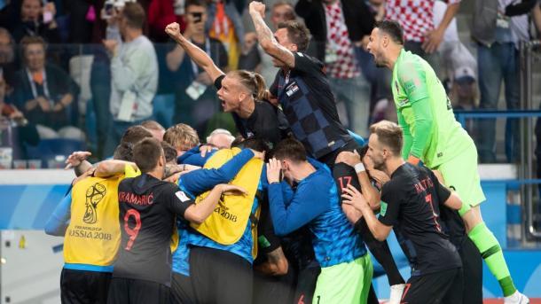 Mario Madzukic esulta con i propri compagni | Photo: Twitter @MarioMandzukic9