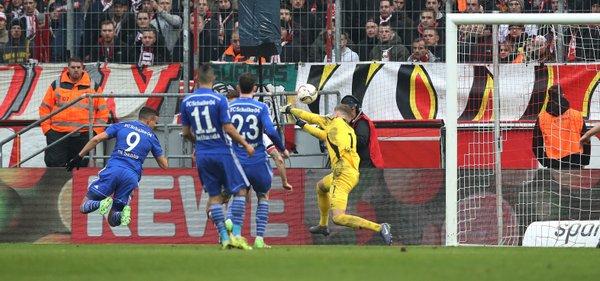 Franco Di Santo heads in Schalke's fourth | Photo: Twitter/S04