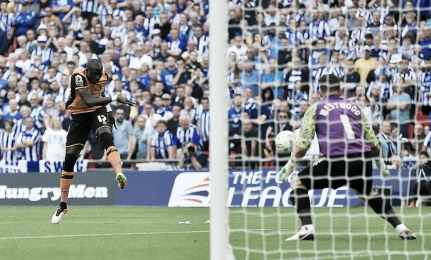 Mohamed Diame striking the post in Hull City's 1-0 win over Sheffield Wednesday | Photo: Twitter