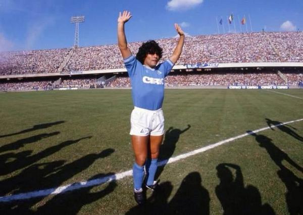 Diego Armando maradona, recién llegado al calcio (Foto: twitter.com)