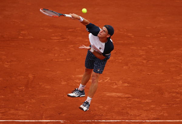 Schwartzman arrows down a serve (Photo: Clive Brunskill/Getty Images Europe)
