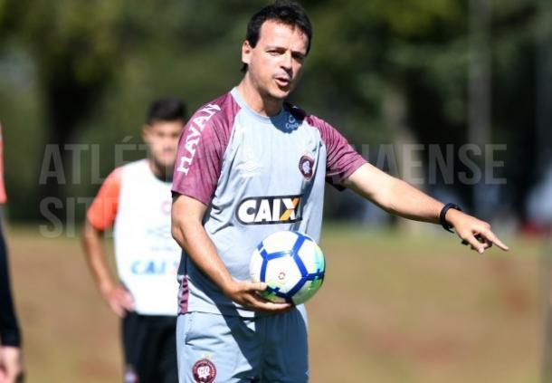 Por conta das chances criadas, Diniz confia que o CAP pode voltar a vencer (Foto: Miguel Locatelli/Atlético-PR)