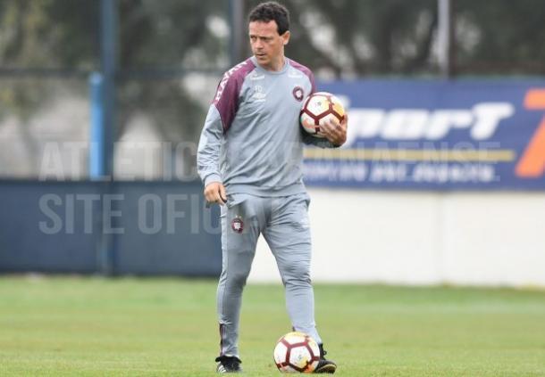 Apesar de grande vantagem, Diniz espera dificuldades em Rosario (Foto: Miguel Locatelli/CAP)