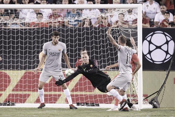Olsen no pudo hacer nada en los dos goles del Madrid   Foto: AS Roma
