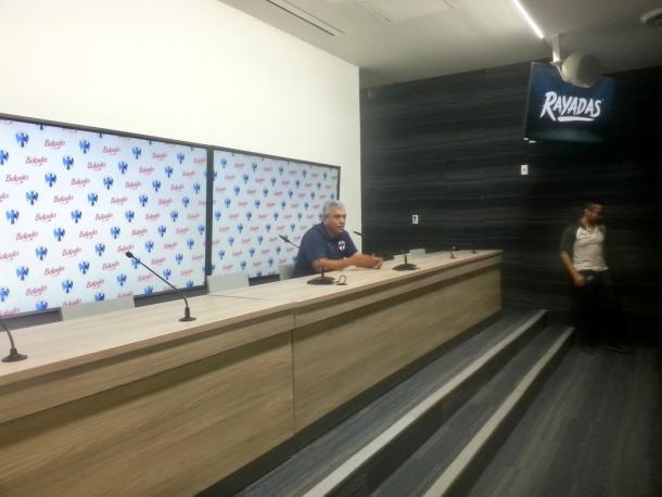 Héctor Becerra estratega de Rayadas   Foto: Juan Carlos Monroy / VAVEL México