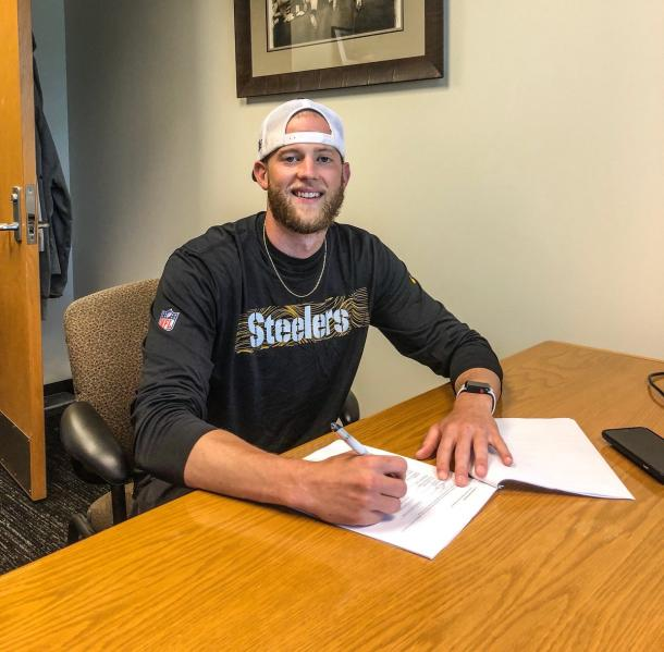 Chris Boswell smiles for the camera as he signs his new Steelers contract | Source: steelers.com