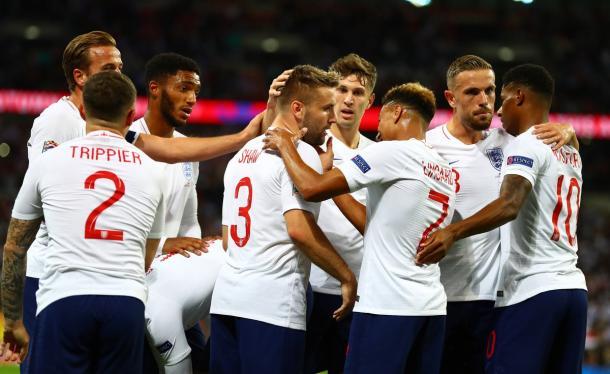 Marcus Rashford celebrando el primer gol con sus compañeros | Foto: The FA