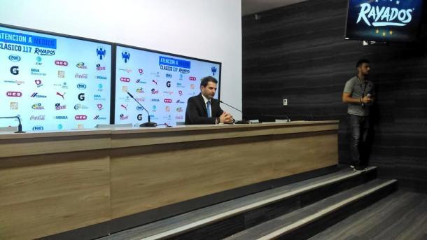 Duilio Davino en rueda de prensa  |  Foto: Juan Carlos Monroy / VAVEL México
