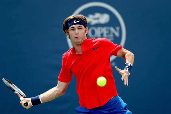 Jared Donaldson lines up a forehand. Photo: Matthew Stockman/Getty Images