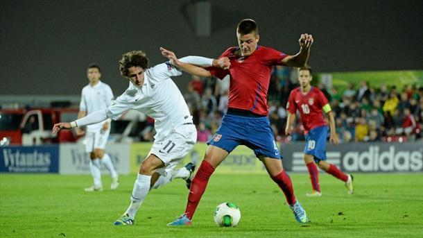 Dos jovencisimos Sergej Milinkovic-Savic y Adrien Raboit en la final del Europeo sub-19 de 2013 (Foto: uefa.com)