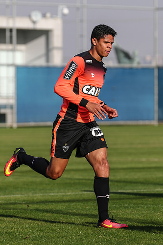 Douglas Santos durante o treino (Foto: Bruno Cantini/Atlético-MG)