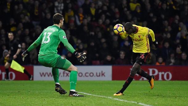 Doucoure anotó con la mano el tanto del empate | Fotografía: Premier League